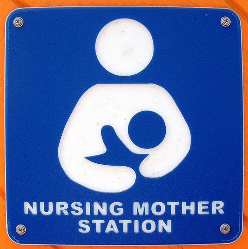 Санта-Моника, Калифорния. Знак Nursing mother station